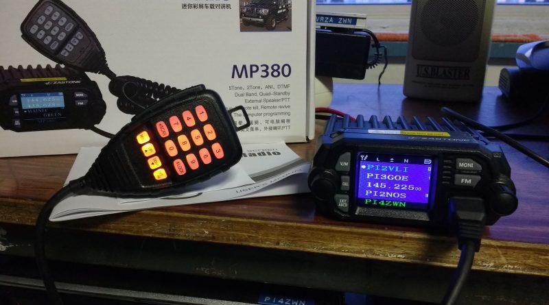 Nieuwe VHF/UHF set in de clubshack in gebruik genomen